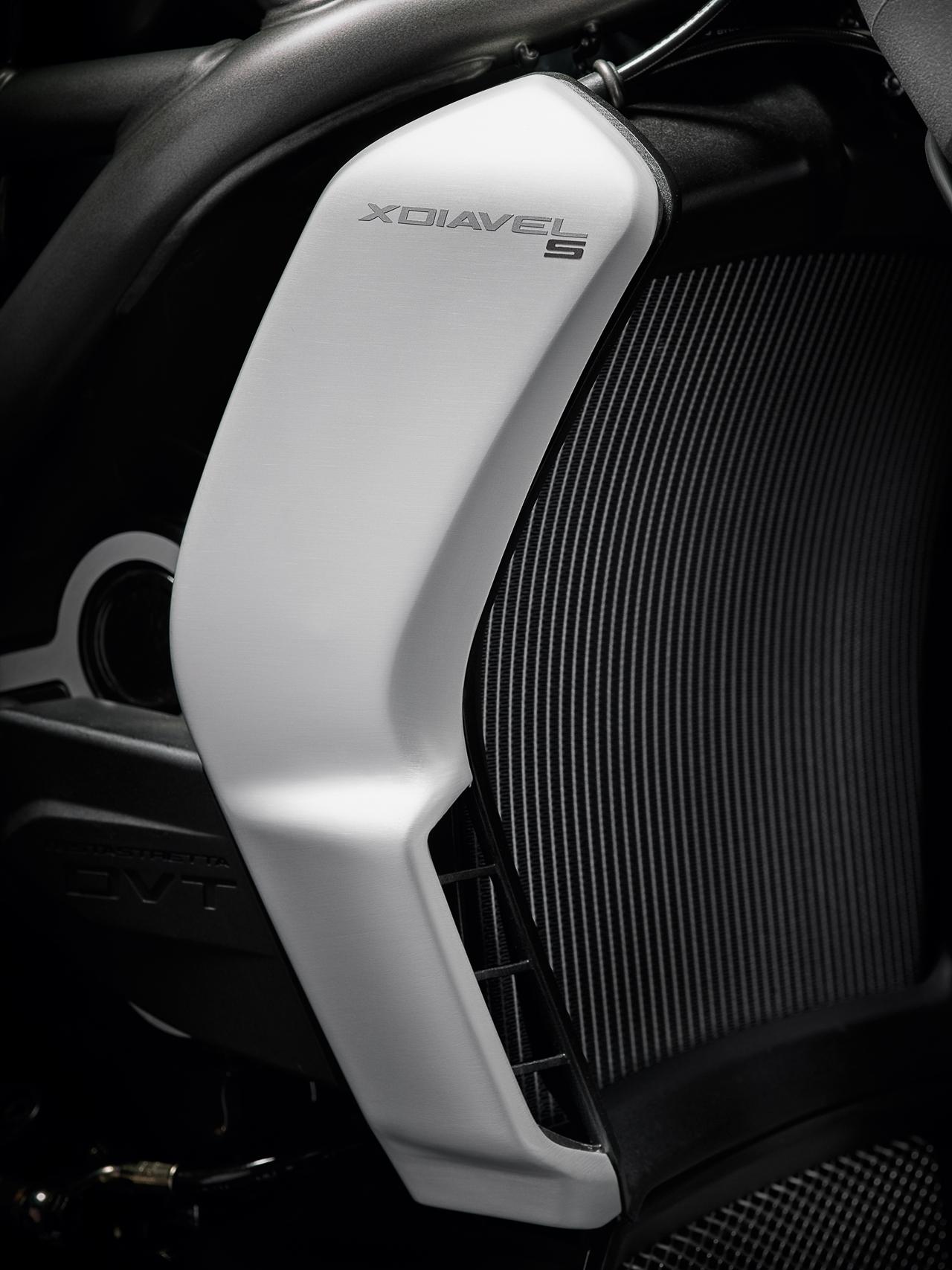 Foto de Ducati Diavel X (11/29)