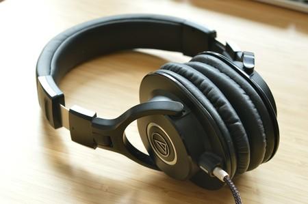 Cómo escuchar el audio de un móvil desde dos auriculares distintos