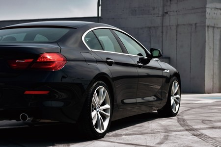Un coche negro