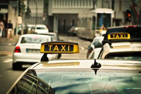 Los taxistas aumentan la presión contra Uber y Cabify en España mientras el Gobierno busca una salida [Actualizado]