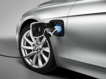 BMW prepara un Serie 3 eléctrico para rivalizar con el Tesla Model 3, según el diario Handelsblatt