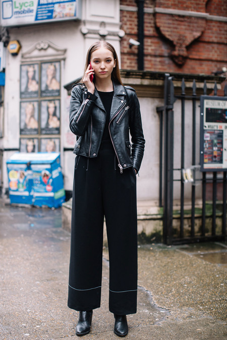 street style total black