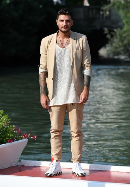 El Tan Suit Se Corona Como Clave Para Lucir En Los Ultimos Destellos De Verano Y En El Festival De Venecia 3