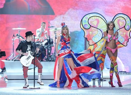 Taylor Swift, ese toque <em>british</em> del desfile de los Ángeles