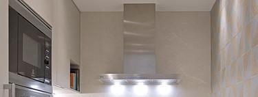 Cocinas estrechas; lo que debes tener en cuenta para poner una pequeña barra o estantería para para comer en ella