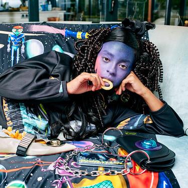 La nueva campaña de Bimba y Lola dibuja un futuro cósmico donde los accesorios brillan con detalles extraterrestres