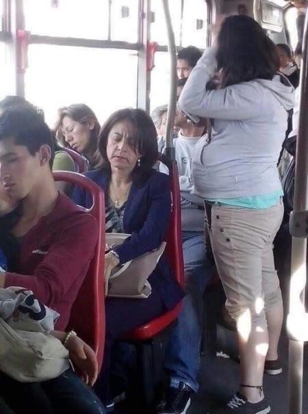 El indeseable efecto de ver a una embarazada en el autobús: somnolencia repentina y sueño profundo