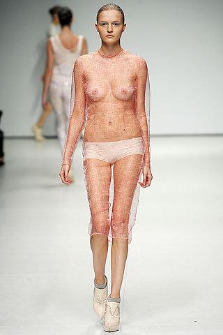 Las modelos nos enseñan su pecho ¿descuido o intención?