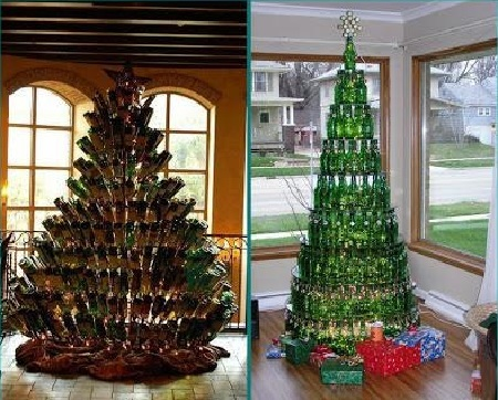 árboles de navidad con botellas de cristal