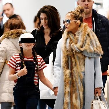 Jennifer Lopez lo tiene claro: los colores neutros son perfectos para los looks de entretiempo