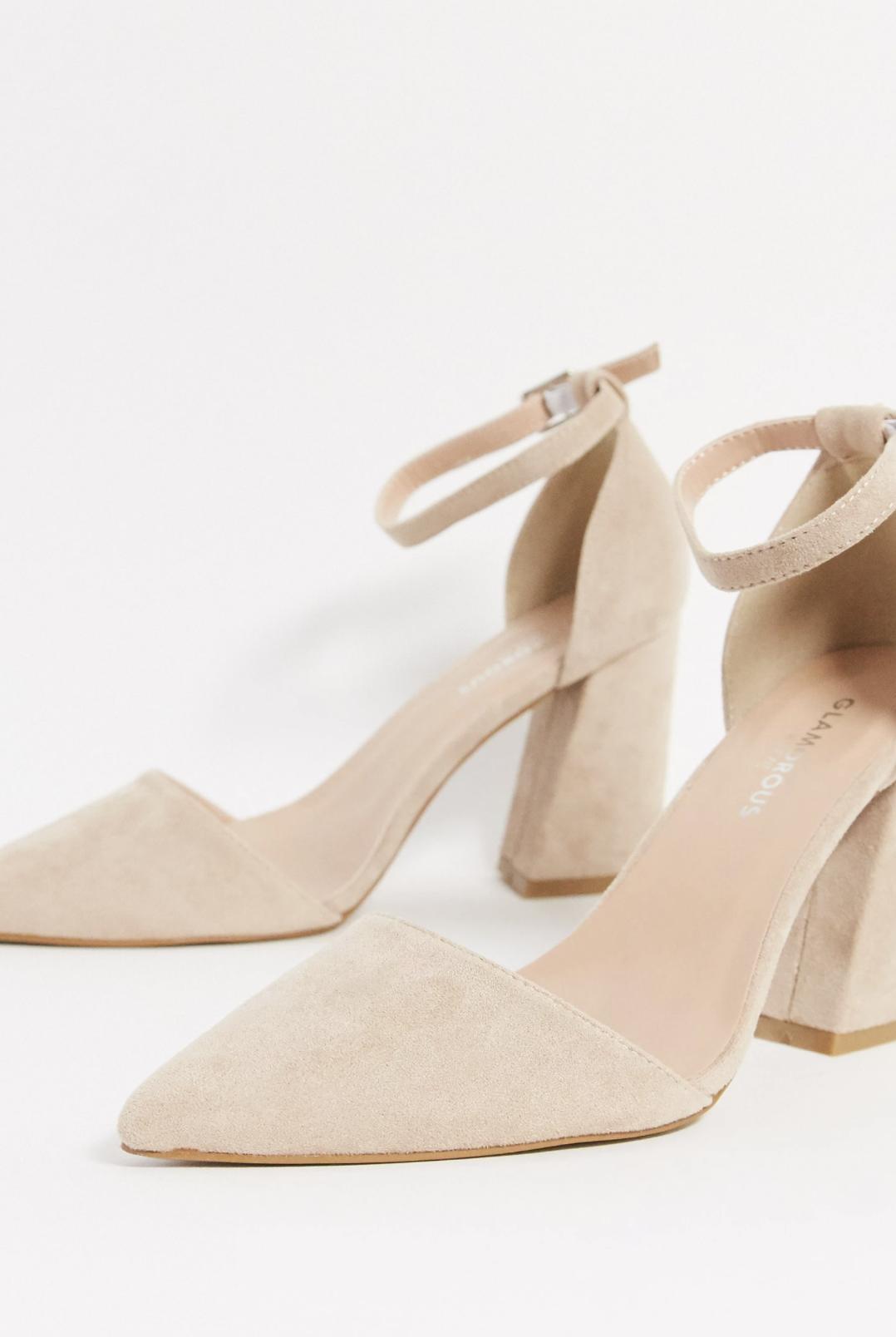 Zapatos de salón con tacón cuadrado en beis de Glamorous Wide Fit