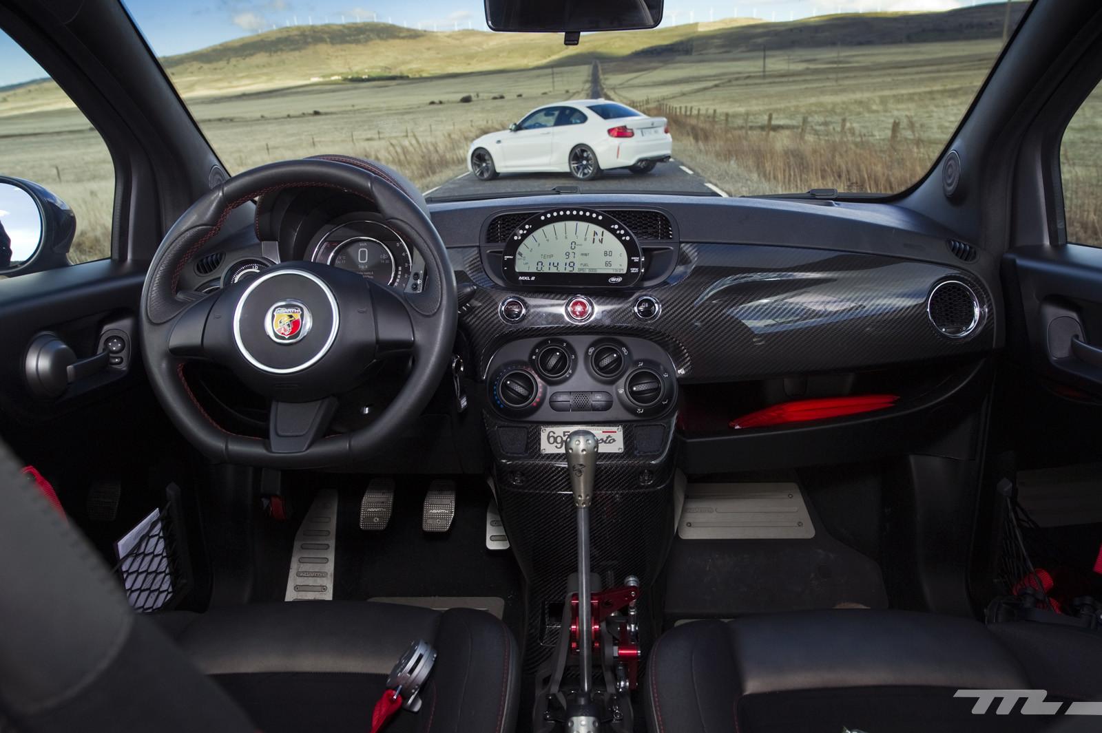 Foto de Abarth 695 Biposto vs BMW M2 (25/44)