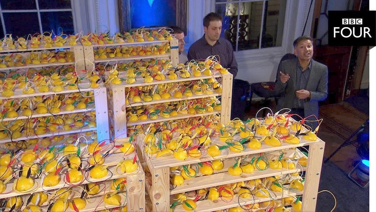 Este fue el voltaje más elevado que se ha logrado con una pila hecha de frutas (limones)