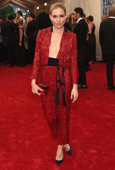 El tema de la Gala del Met 2015 era China, no España, Sienna Miller