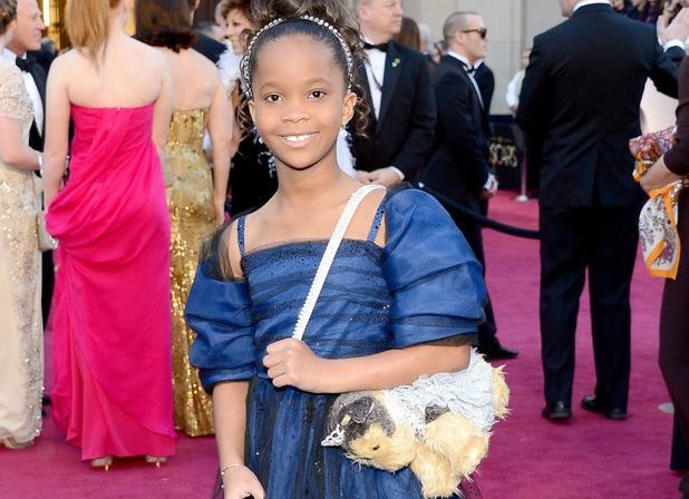 Quvenzhané Wallis antes de entrar al teatro Kodak, donde se entregaron los Oscar