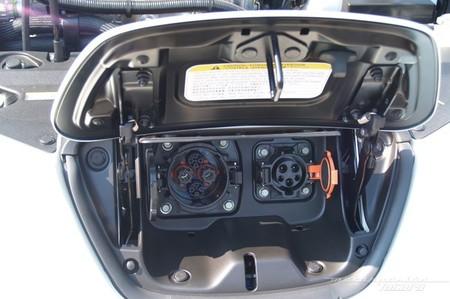Nissan LEAF 2010 tomas de recarga (rápida y lenta)