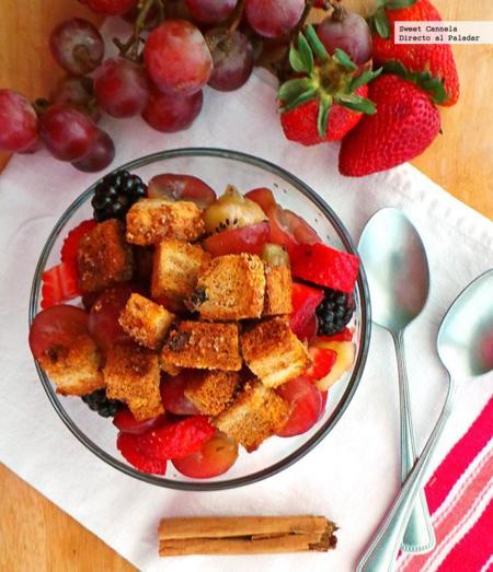 Ensalada de frutas con crotones de canela. Receta