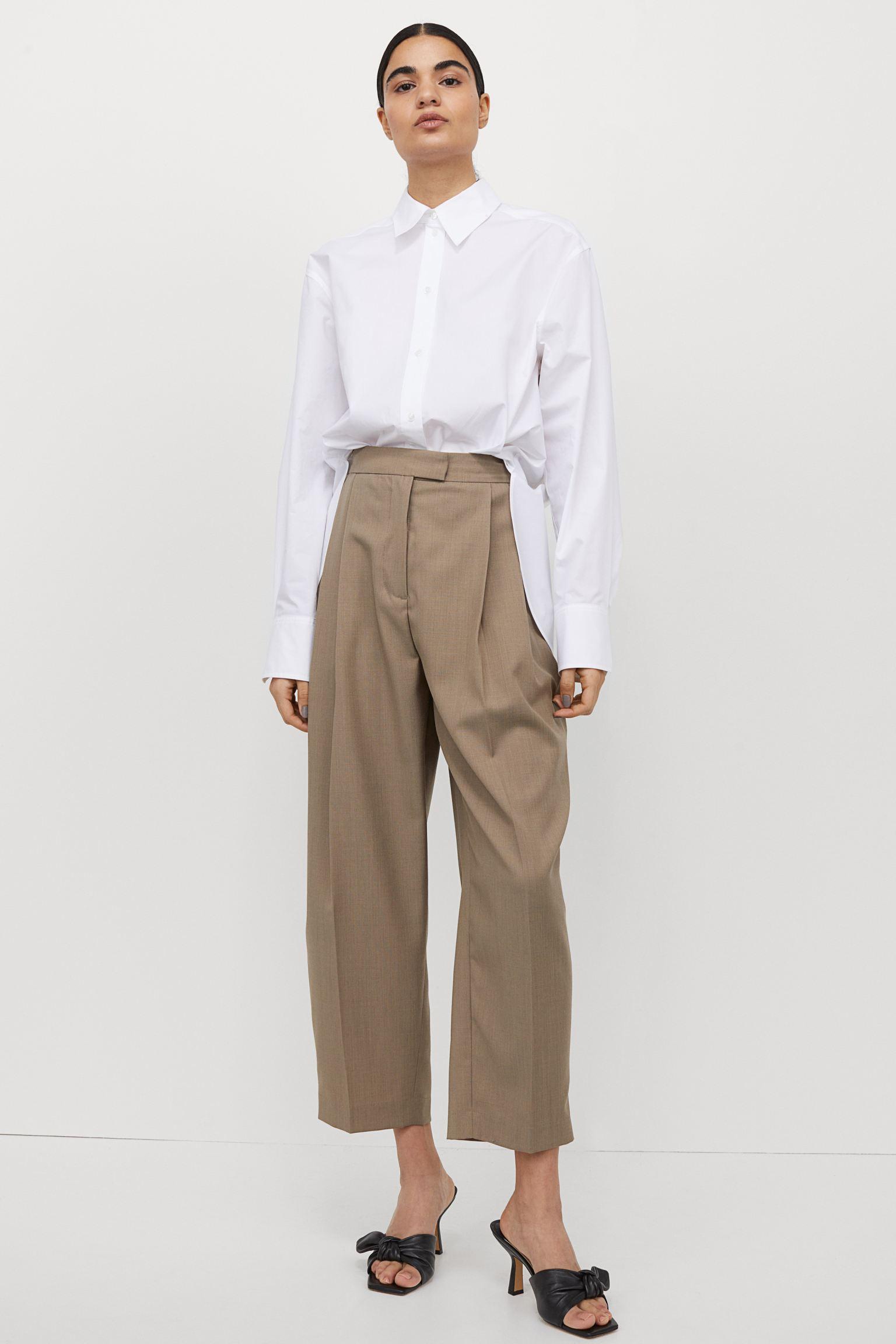 Pantalón de traje con pinzas y diseño amplio