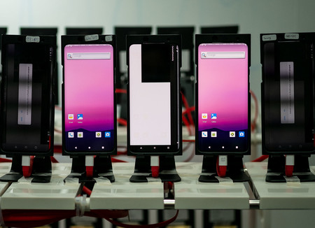 """Así es el laboratorio de pruebas fotográficas de OnePlus: lo visitamos a fondo y participamos en una sesión de """"feedback"""""""