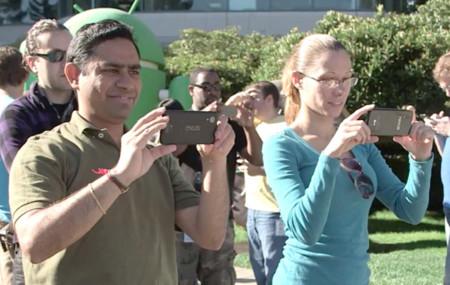 Google enseña un poco de Nexus 5 al desvelar la estatua KitKat