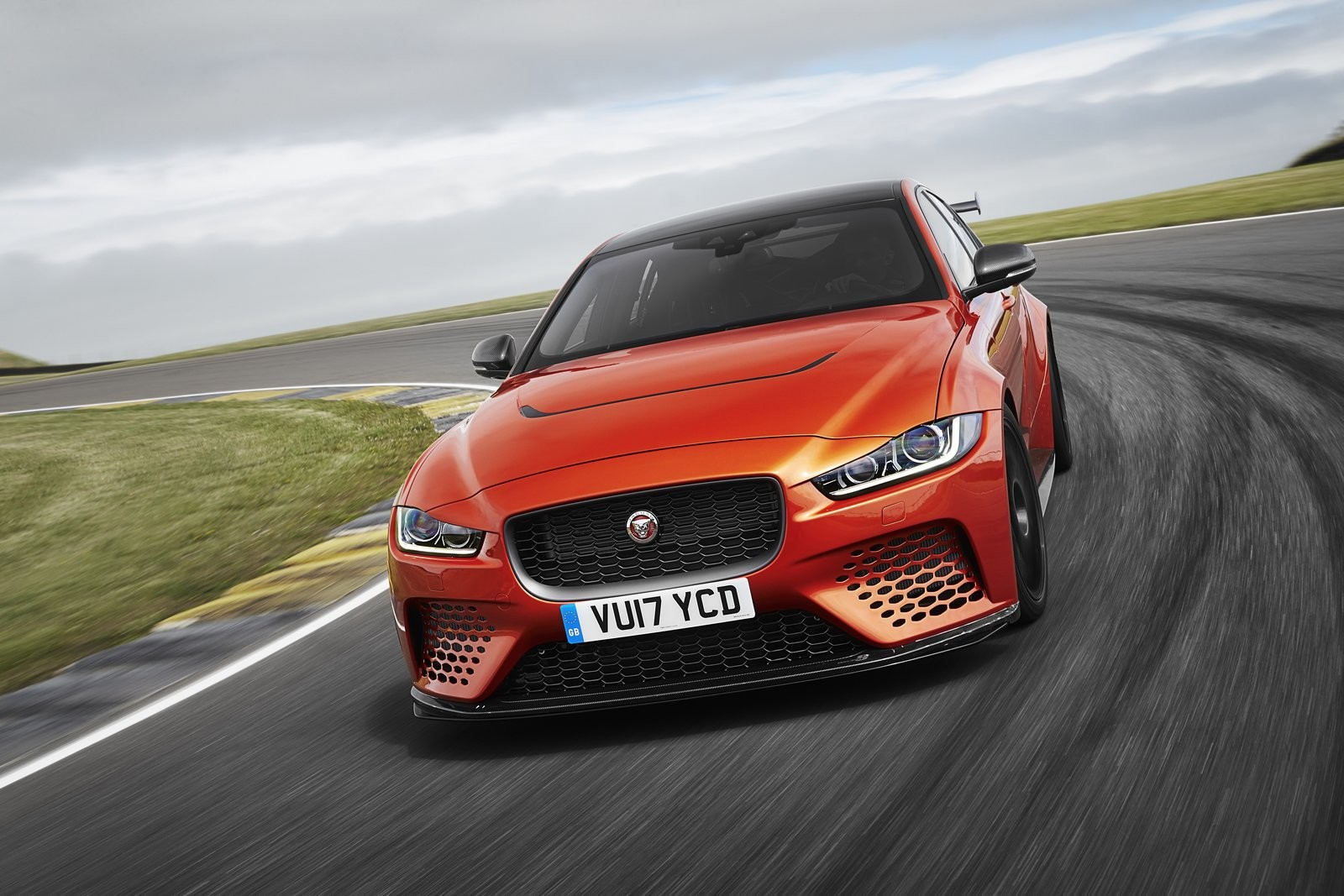 Foto de Jaguar XE SV Project 8 (1/12)