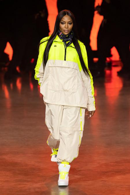 Naomi Campbell abre el desfile de Tommy Hilfiger: una colección Primavera-Verano 2020 que apuesta por la diversidad y por la moda sostenible