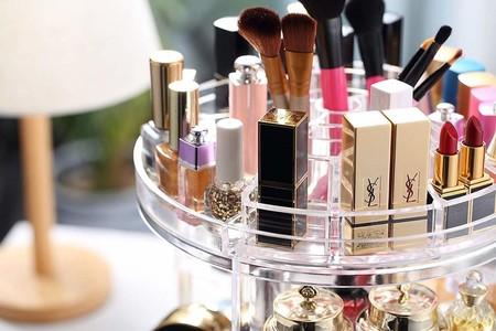 Los 13 organizadores de maquillaje que te ayudarán a tenerlo todo muy ordenado (y a mano)