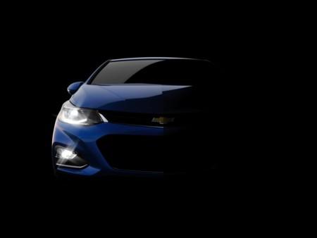 El nuevo Chevrolet Cruze asoma desde la oscuridad