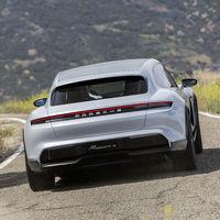 El Porsche Taycan Cross Turismo se retrasa: la versión familiar de la berlina eléctrica no se desvelará hasta 2021