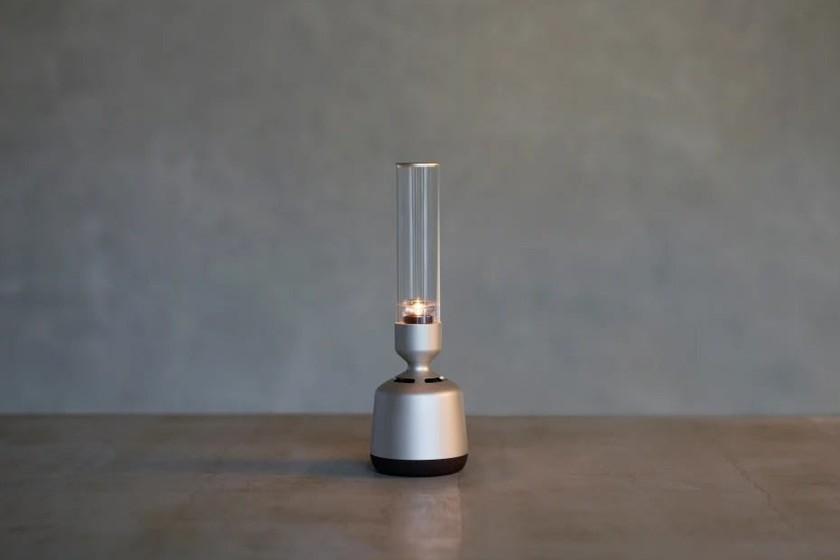 """El nuevo altavoz de Sony promete un sonido """"cristalino"""" mientras ilumina la habitación"""