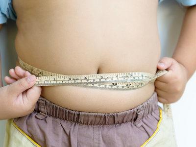 Los niños propensos a la obesidad son más vulnerables a los anuncios de comida chatarra