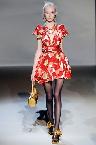 El estampado floral dominará la Primavera-Verano 2010: vestidos para tomar nota, Moschino