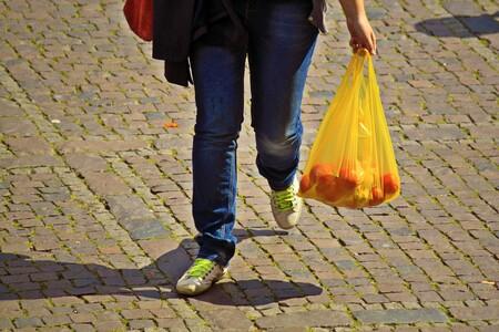 """Biodegradables """"patito"""": satanizar las bolsas de plástico en México está haciendo que bolsas comunes se hagan pasar por ecológicas"""