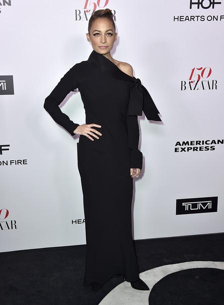 Harpers Bazaar Most Fashionable Women Alfombra Roja Looks 2017 11