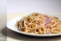 Espaguetis con mascarpone y jamón. Receta
