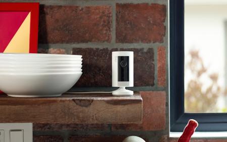 Ring trae a México su pequeña y barata Indoor Cam, su primera cámara inteligente de seguridad para interiores