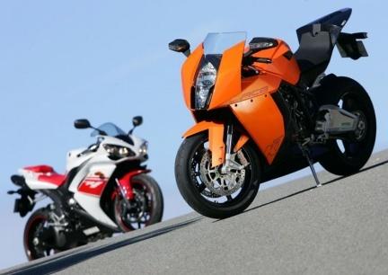 Mini comparativa KTM RC8 Vs Yamaha R1