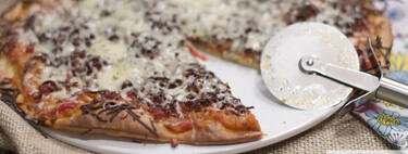 Pizza de pisto de verduras y jamón serrano, receta con Thermomix
