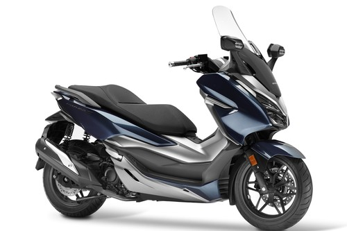 Honda sorprende con el Forza 300, un scooter premium repleto de tecnología y con mucho espacio de carga