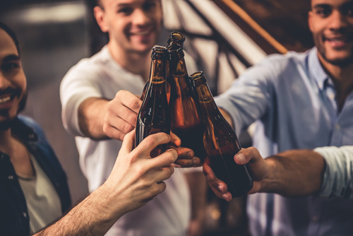 ¿De verdad la cerveza es sana después de hacer deporte? Que no te líen con el marketing