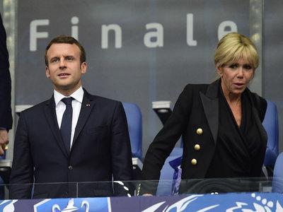 Estos dos looks de Brigitte Macron nos vuelven a demostrar que la Primera Dama francesa no dará grandes momentos de moda