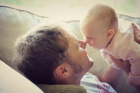 Los funcionarios que sean padres en 2019 tendrán un permiso de paternidad de ocho semanas