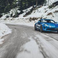 Porque dos no son suficientes, el Alpine A110 se escapa en ocho fotos nuevas