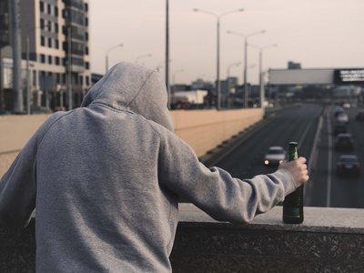 El consumo de alcohol es el principal factor de riesgo evitable de la demencia