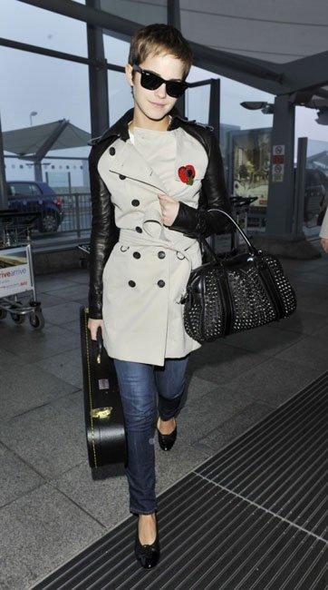 Me encanta el bolso y el trench de Emma Watson ¡los quiero para mi!