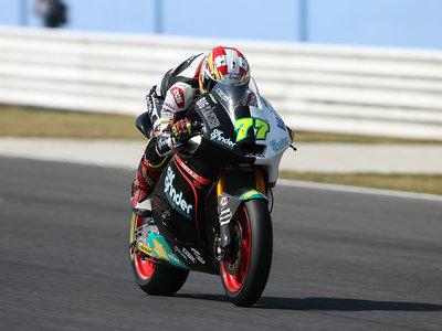 Dominique Aegerter reina sobre el aguacero de Misano y aprieta el mundial de Moto2
