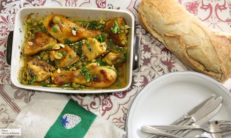 Pollo asado con vinagre, cúrcuma y aceitunas, el sorprendente plato para una comida familiar