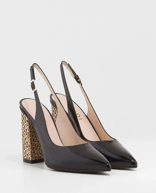 Zapatos de salón de charol en color negro
