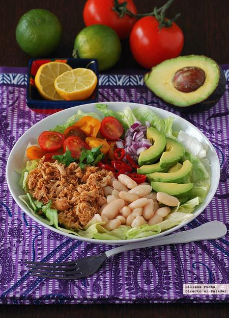 Ensalada burrito colorida con pollo y alubias: receta de aprovechamiento
