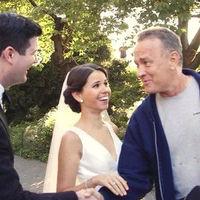 La imagen de la semana: Tom Hanks se cuela en las fotos de una boda (y no es la primera vez)